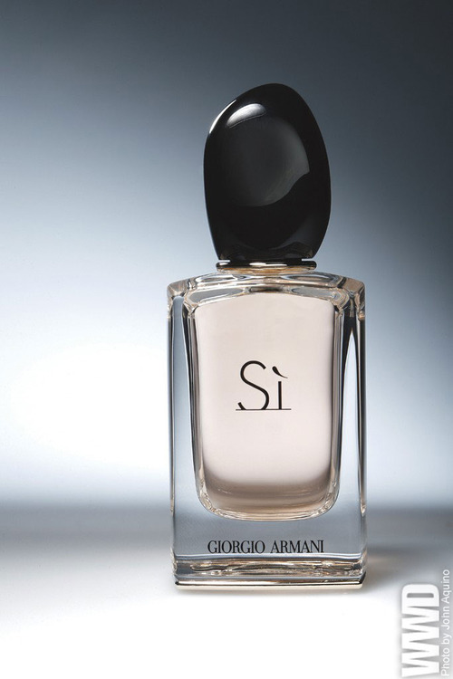 Giorgio Armani to Launch Sí Women's Fragrance
